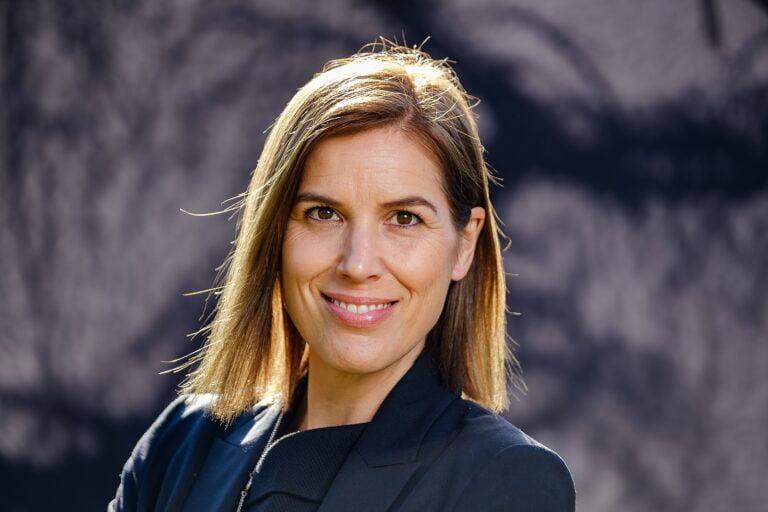 outdoor female business portrait headshot